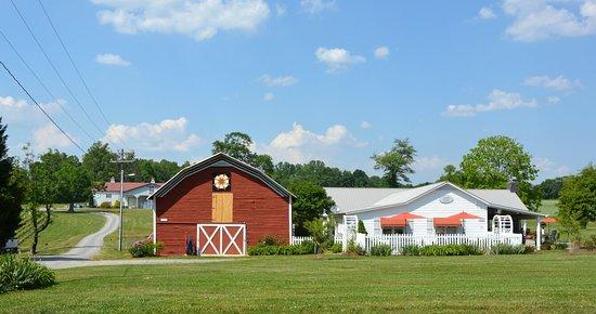 Laurel Gray Vineyard & Winery: Visitors  Center