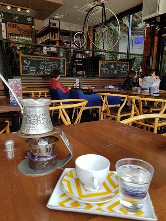 """FAMEO Cafe: """"Bana göre dünyanın en güzel icatlarindan birisi taze kahve kokusudur"""" Hugh Jackman"""