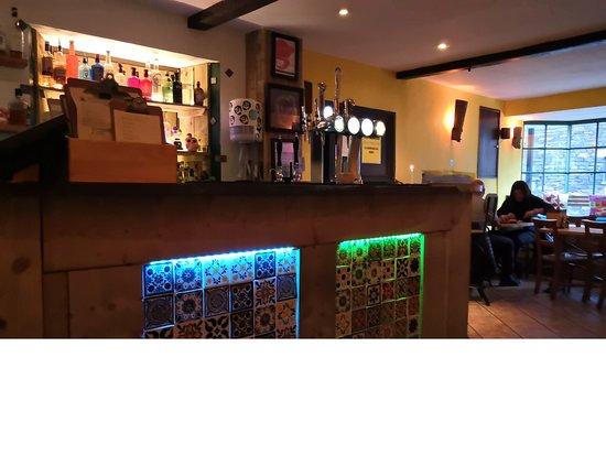 ES Bar: Small Bar Area