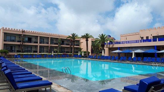 Adam Park Marrakech Hotel  & Spa: Vue de la piscine extérieure