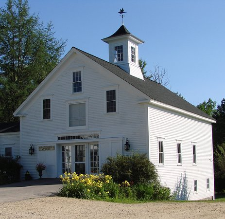 Sandwich, NH: Surroundings Art Gallery is located in an 1850's era barn in the center of the village.