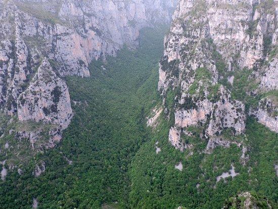 Epirus, Greece: Φαράγγι Βίκου από τη θέση Οξυά