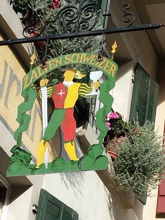 Twann, سويسرا: Schönes altes Wirtshausschild