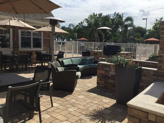 Sebring, FL: Very nice common outdoor area by the pool