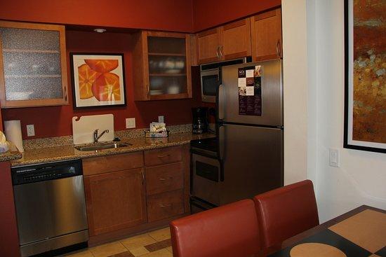 Sebring, Floryda: Full kitchen