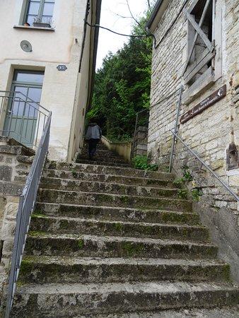 Escalier menant de la Fosse Dionne à l'Eglise Saint-Pierre