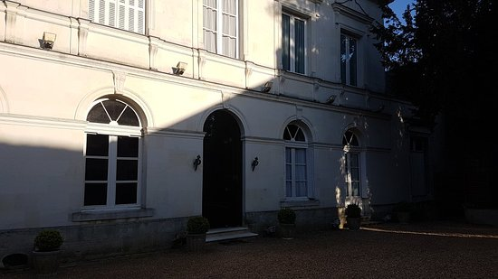 Le Grand Monarque : Entrance to our building