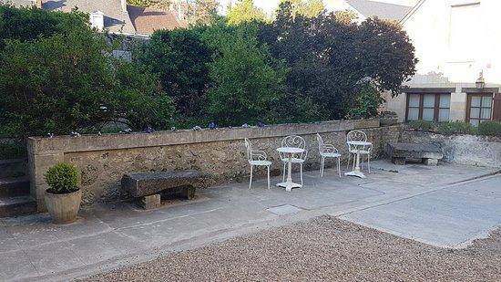 Le Grand Monarque : courtyard