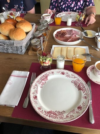 Sart-Custinne, België: een deel van het koninklijk ontbijt