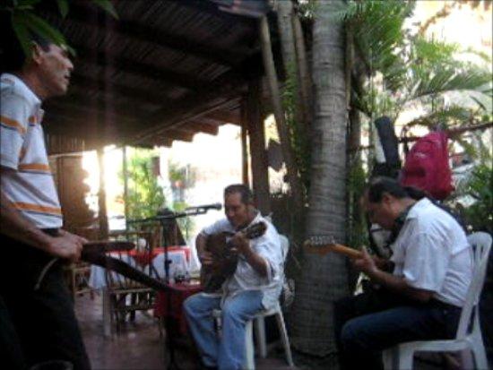 Rufo's Grill: Jamming at Rufo's