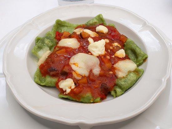 Cafe De L'Academia: Ravioles à la tomate et fromage