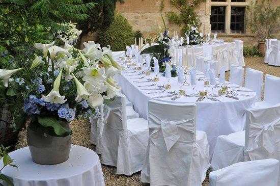 table des mari s mariage cour int rieure picture of chateau de mauriac senouillac tripadvisor. Black Bedroom Furniture Sets. Home Design Ideas
