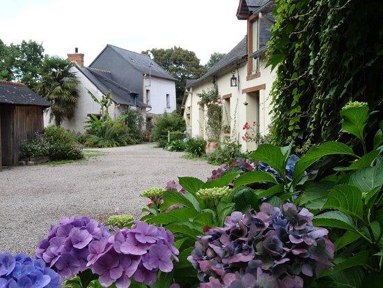 Saint-Erblon, فرنسا: Le moulin et ses dépendances