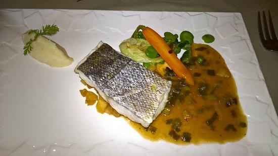 La Bruceliere: suggéré par le chef: filet de merlu et ses petits légumes.