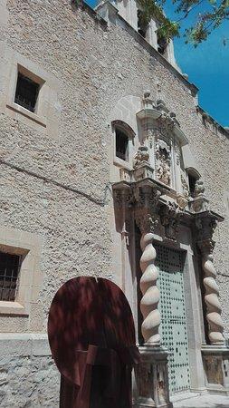 Iglesia Arciprestal de la Asunción: Escultura y fachada.