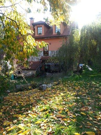 Somiedo Municipality, Espanha: Jardín en otoño