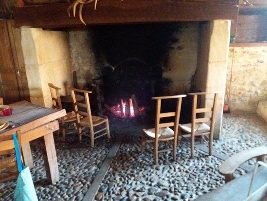 Villefranche-du-Perigord, Francia: Coin du feu