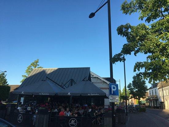 Lekker terras tegen 20:30 komt de schaduw foto van grand cafe het