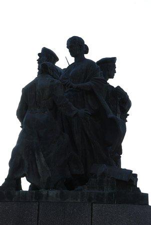 Памятник Героям обороны Красного Царицына
