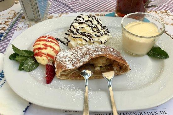 Loewenbraeu: Apfelstrudel. Mmmm !