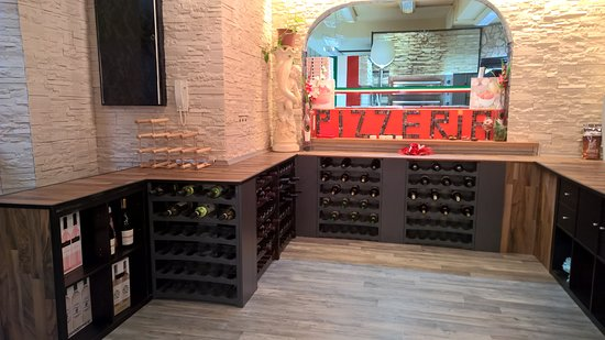 Dettingen an der Erms, Almanya: La cave à vin de Marcello & Tatianna