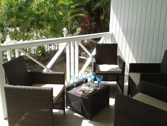 Gibbs Glade Cottage & Garden Studios: The Cottage Veranda seating