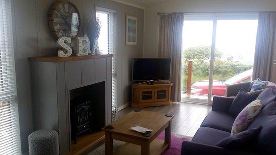 Fishguard Bay Resort: Living Area
