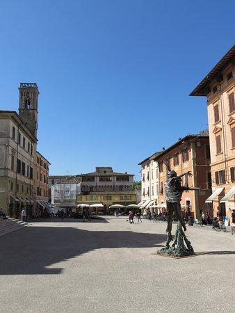 Bar Michelangelo: Michelangelo zit aan het eind links (dus dit geeft je een idee van het uitzicht) vanaf het terra