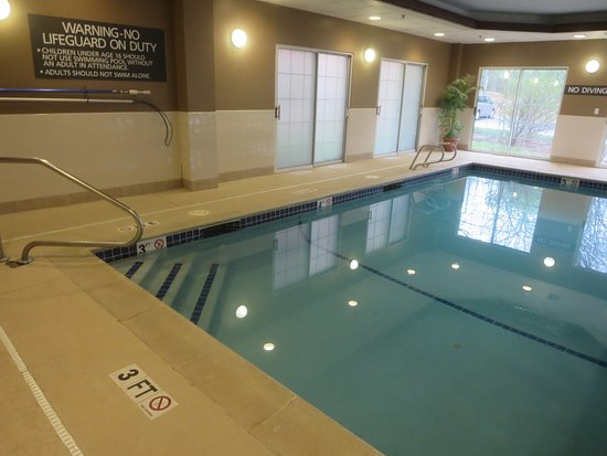 Residence Inn Boston Framingham: Recently remodeled – Hot tub is in an odd location on a platform