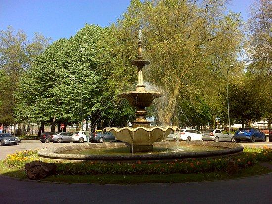 Avilés, España: Fuente del Muelle, junto al parque homónimo.