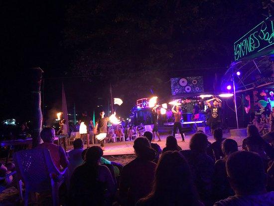 Slinky Beach Bar: lanzallamas