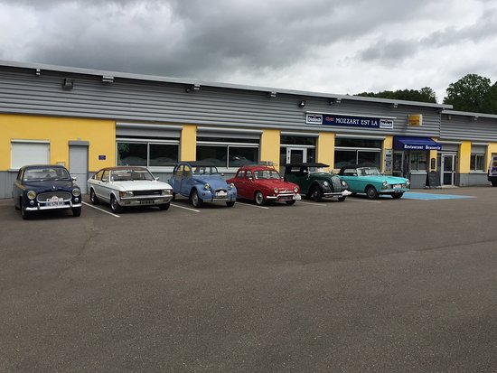 Varennes-en-Argonne, França: Courant mai 2018 lors d'un rassemblement Argonnais de voitures anciennes