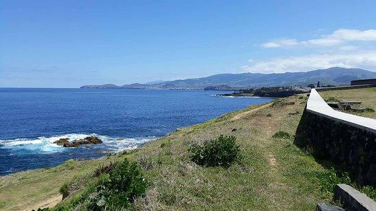 Fenais da Luz, Portugal: acesso ao mar pela piscina