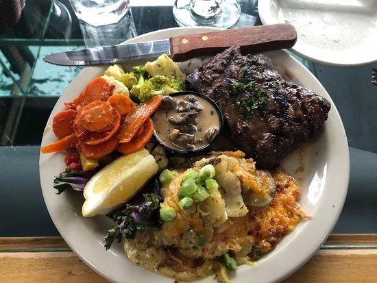 Avila Beach, كاليفورنيا: Flank steak with a fabulous sauce.