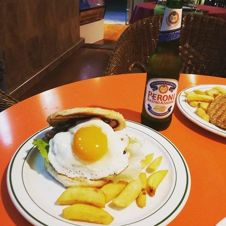 Formentera Del Segura, สเปน: Hamburguesa de carne con patata