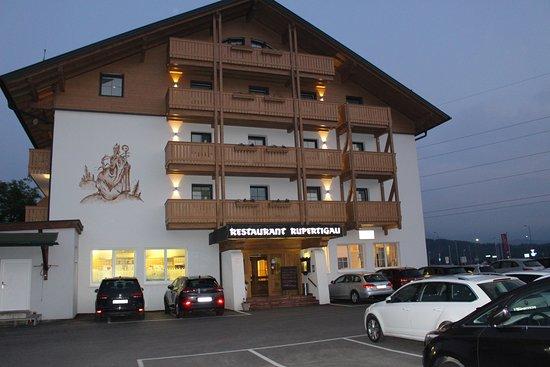 Wals, Austria: vue sur le chalet en arrivant et l'intérieur est tout aussi charmant, profitez -en lors d'un pas