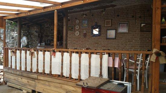 Birgi, Tyrkia: Restorant sundurma