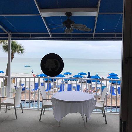 Mangos Restaurant & Tiki Bar: photo1.jpg