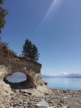 Twizel, Nya Zeeland: Morgan's Island, Lake Pukaki. Featuring Arokai Mount Cook