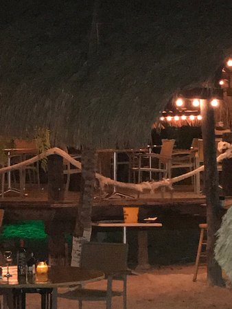 Pirate Bay Beach Bar and Restaurant: Empty