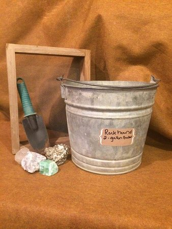 Blountville, TN: Rockhound (2 Gallon Bucket)