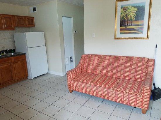Daytona Shores Inn and Suites: 20180513_105916_large.jpg
