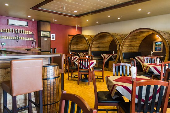 Das Bierfass - The Beer Barrel: view of the bar and the barrels