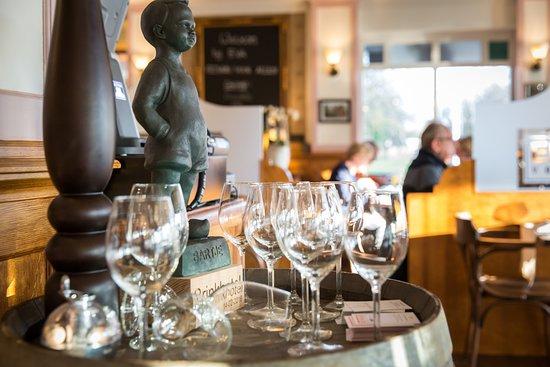 Zuidlaren, هولندا: Restaurant Eethuis voor Allen in Zuidlaren glazen - Brinkhotel