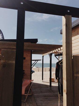 ESCF Anglet/ Billabong Surf School: Nouvelle cabane pour cet été 2018. Vue des douches