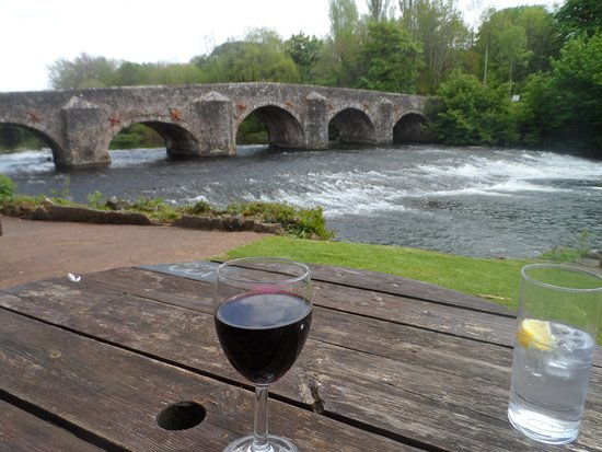Bickleigh, UK: Sitting ata n outside table