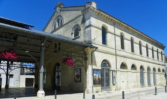 Surgères, France : L'extérieur du Palace