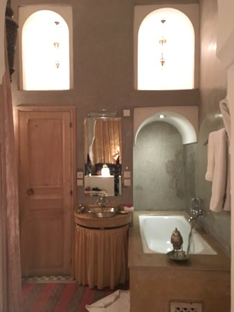 Riad Azoulay: Half of the bathroom - on the other side you'll have the shower.