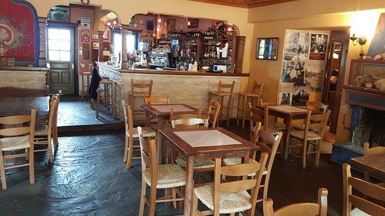 Prespes, اليونان: פנים המסעדה