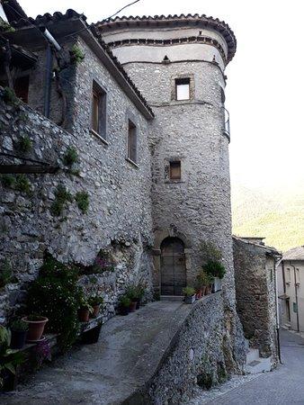 Castel di Tora, Italy: 20180425_184801_large.jpg